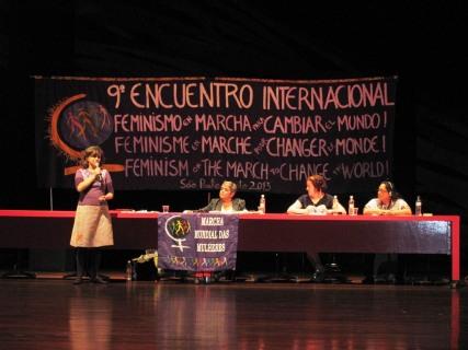 Nalu Faria destaca a atuação da Marcha Mundial das Mulheres no feminismo.