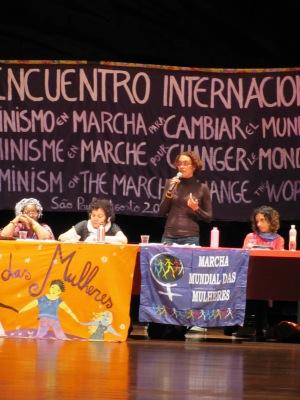 Miriam Nobre apresentou ontem (26) a trajetória da Marcha Mundial das Mulheres.