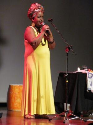 Eu canto a minha história se apresentando no 9º Encontro Internacional - Foto: Jéssika Martins
